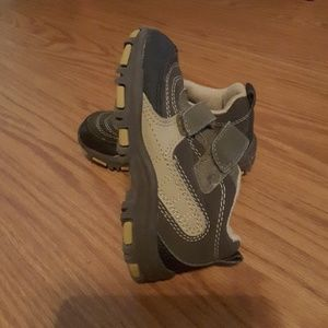 Gap Velcro tab closure toddler size 9 brown shoe